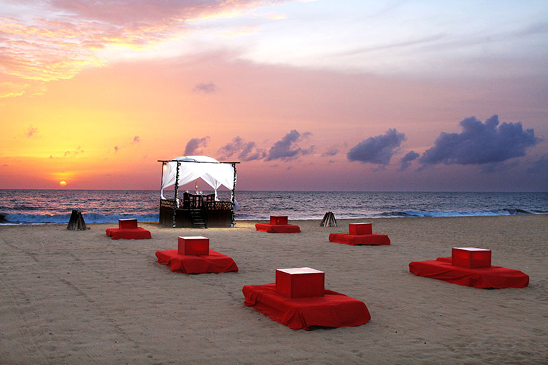 Signature-dining-on-the-beach